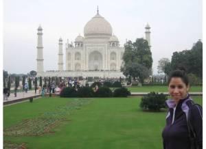 A few (calmer) hours earlier at the Taj Mahal